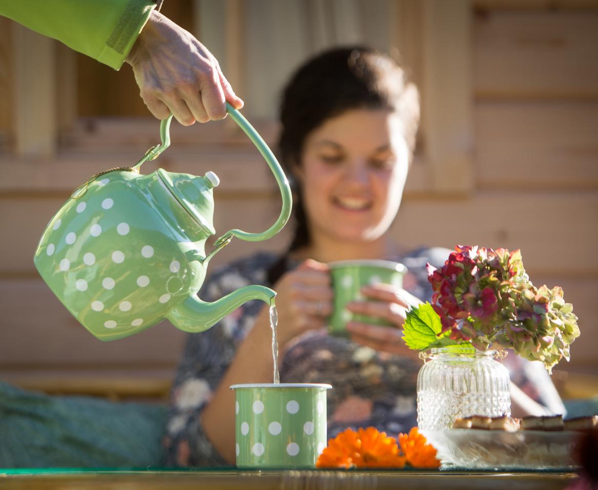 Čajanka v objemu zelišč